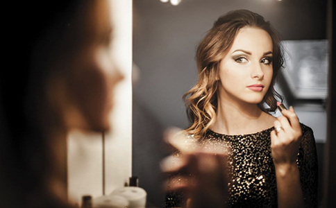 化妆步骤 化妆步骤是什么样的 化妆该注意什么
