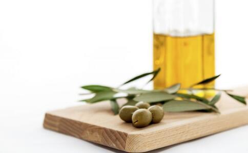 自制橄榄油面膜怎么做 自制橄榄油面膜的方法 橄榄油面膜的功效