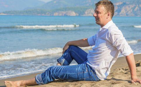 男人如何遴选牛仔裤 男人遴选牛仔裤的方法 男人遴选牛仔裤要留意什么
