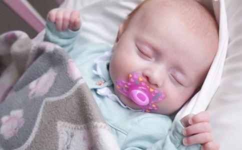 如何挑选奶瓶和奶嘴 怎样挑选奶嘴 宝宝奶嘴如何选