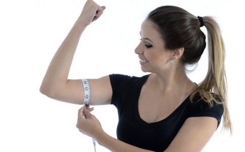 手臂肉松弛怎么办 摆脱拜拜肉的方法有哪些 手臂粗的原因有哪些