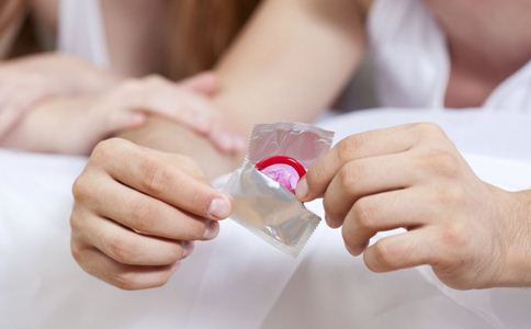 选择避孕套的方法 使用避孕套的方法 使用避孕套的错误方法