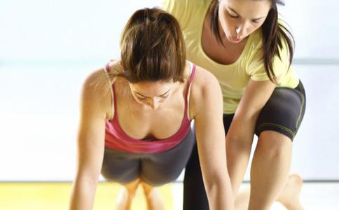俯卧撑怎么练肌肉 俯卧撑练肌肉有哪些方法 单手俯卧撑可以练肌肉吗