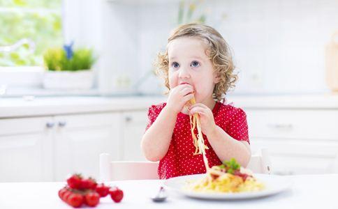 宝宝挑食的原因 宝宝挑食的危害 家长如何应对宝宝挑食