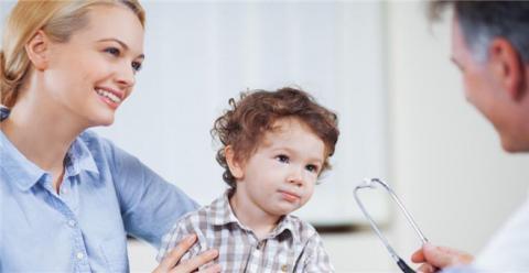 小儿肺热有哪些症状 小儿肺热吃什么 治疗小儿肺热食谱