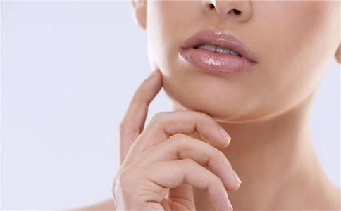 嘴唇干裂脱皮怎么回事 嘴唇干裂脱皮怎么办 嘴唇干裂脱皮是什么原因
