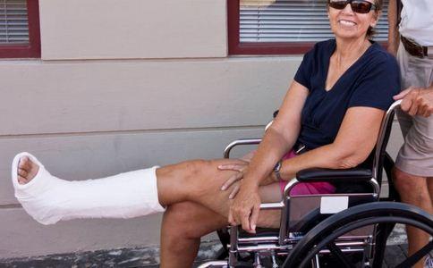 关节脱位的治疗方法有哪些 肩关节脱位怎么治疗 肩关节脱位有哪些治疗措施
