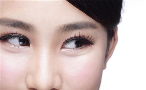 如何画好眼线 怎么画眼线 眼线容易晕开怎么办