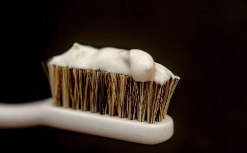怎么选择适合自己的牙膏 如何购买牙膏 怎么选择牙膏