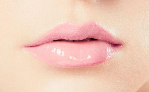 冬季如何护唇 冬季嘴唇干燥怎么办 冬季护唇方法