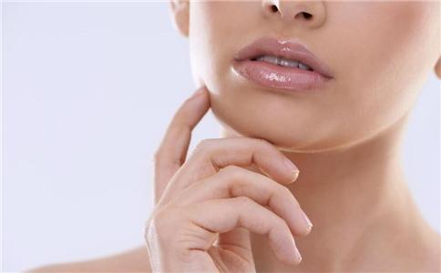 嘴唇干裂脱皮用什么唇膏好 嘴唇干裂脱皮怎么办 嘴唇干裂脱皮用哪种唇膏