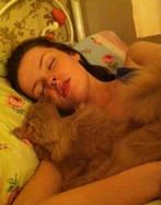 女子每天睡眠20小时以上 患罕见病成睡美人
