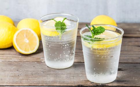 柠檬美白的方法 怎么泡柠檬水 怎么用柠檬美白