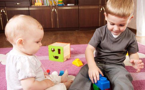 两个孩子吵架 生二胎两个孩子吵架 生二胎两个孩子怎样相处