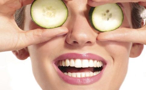 皮肤粗糙毛孔大怎么办 如何改善皮肤粗糙毛孔大 改善皮肤粗糙毛孔大的方法有哪些