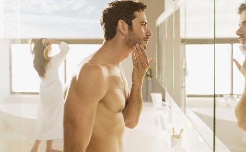 毛孔粗大怎么办 男士护肤的小窍门 男士如何护肤