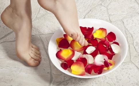 泡脚减肥的秘方有哪些 泡脚可以减肥吗 泡脚减肥的原理