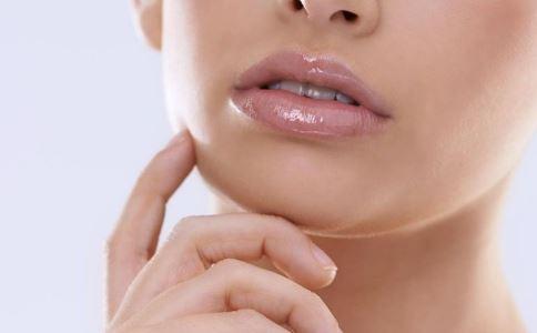 如何选择适合自己的润唇膏 冬季如何护唇 保护嘴唇的方法