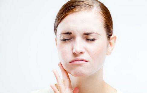 如何预防牙龈炎 牙龈炎的预防方法 牙龈炎的症状