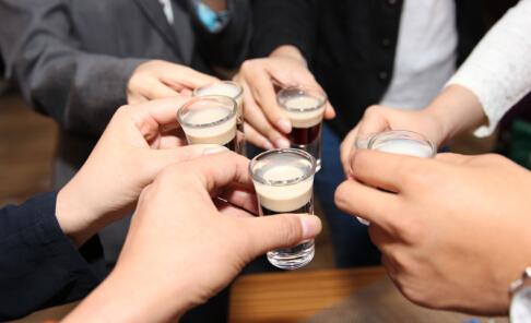 高端白酒涨价 辨别白酒的方法 如何辨别白酒真假
