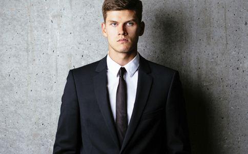 男性正确的着装 如何增加男性魅力指数 男人的着装打扮