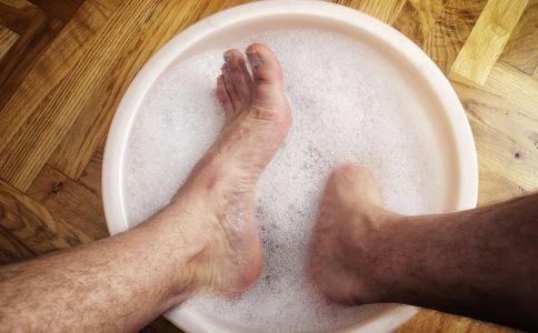 冬季泡脚好吗 泡脚有什么好处 怎么泡脚好
