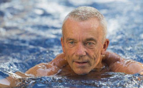 游泳会引起中耳炎吗 游泳与中耳炎有什么关系 中耳炎患者游泳要注意什么