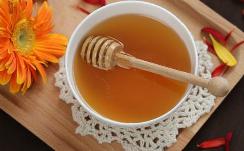 蜂蜜怎么吃养生效果好 吃蜂蜜的好处 蜂蜜和什么搭配最好