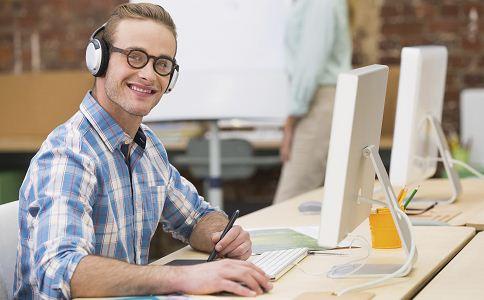 男人如何挑选适眼镜 脸型与眼镜的搭配 怎样挑选适合脸型的眼镜