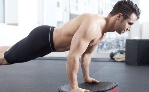 俯卧撑可以练胸肌吗 俯卧撑如何练胸肌 练俯卧撑有什么好处
