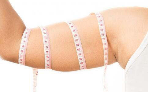 如何快速瘦手臂 手臂的减肥方法 瘦手臂的方法
