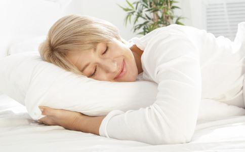 怎么样才能选购合适的枕头 枕芯有哪些 枕芯的分类有哪些