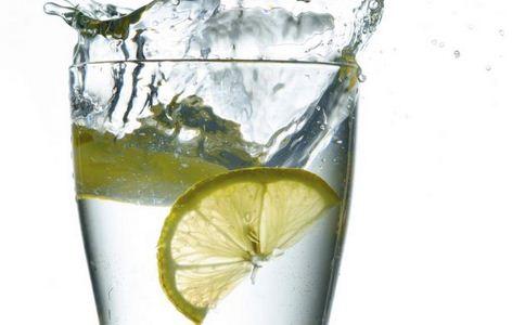 柠檬水有哪些好处 柠檬水可以经常喝吗 喝柠檬水对身体好吗