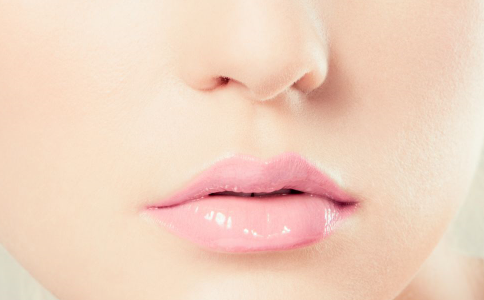 如何拥有水嫩的嘴唇 如何护理的嘴唇护理 护理嘴唇法则