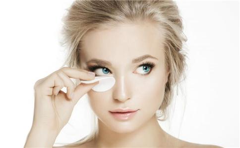 新年如何化妆 化妆好后如何保持妆容 新年化什么妆好呢