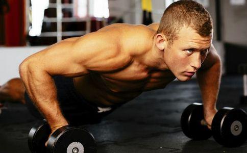 初练俯卧撑如何练 练俯卧撑的方法有哪些 初练俯卧撑应该怎么做