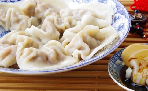 扎克伯格学包饺子 春节吃饺子的由来