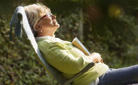 冬天晒太阳的好处 冬天晒太阳预防哪些疾病 冬天如何晒太阳