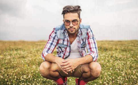 男性生殖器疱疹有什么症状 生殖器疱疹的症状有哪些 生殖器疱疹有什么危害