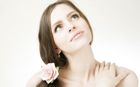 使用精油护肤到底好不好 护肤精油有哪些 护肤精油有哪些功效
