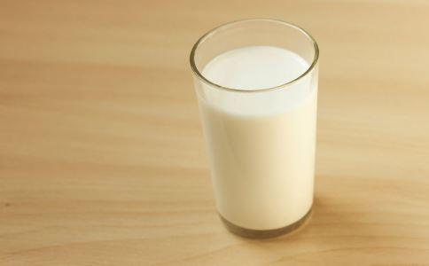 喝豆浆有什么禁忌 喝豆浆要注意什么 哪些人不能喝豆浆