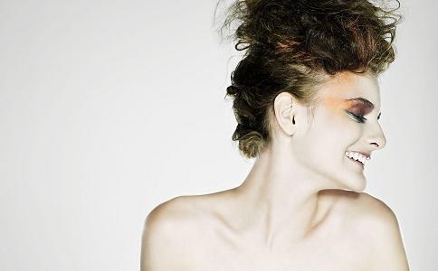 改善皮肤干燥起皮的方法有哪些 春季护肤的方法有哪些 皮肤干燥起皮要怎么办