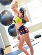 厌食女健身练出好身材 美女的蜕变过程