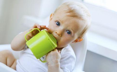 喝水别用什么水杯 使用什么水杯喝水好 如何挑选喝水的水杯