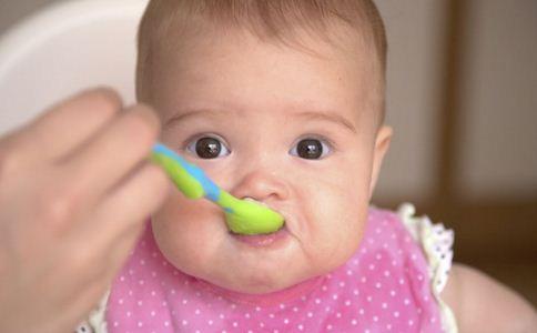 什么时候可以给宝宝添加辅食 宝宝添加辅食的最佳时间是什么 宝宝添加辅食的信号是什么
