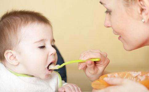 如何解决宝宝吃饭不配合的问题 宝宝吃饭不配合有哪些诀窍 宝宝不爱吃饭的原因是什么