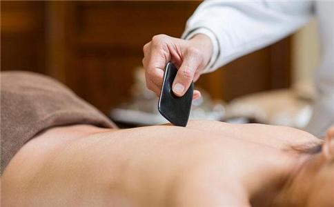 刮痧能治疗急性乳腺炎吗 急性乳腺炎的症状有哪些 急性乳腺炎的刮痧疗法