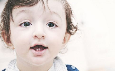 宝宝出牙的时间是什么 宝宝出牙应该注意什么问题 宝宝出牙会有什么症状