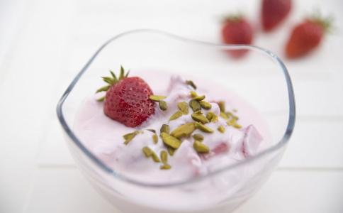 如何自制减肥沙拉 自制酸奶果粒沙拉的方法 酸奶果粒沙拉可以减肥吗