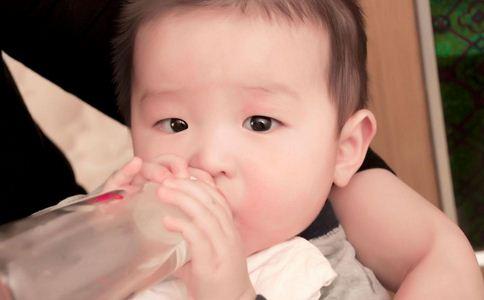 如何知道宝宝身体缺水 宝宝身体缺水怎么补 怎样识别宝宝身体缺水的信号